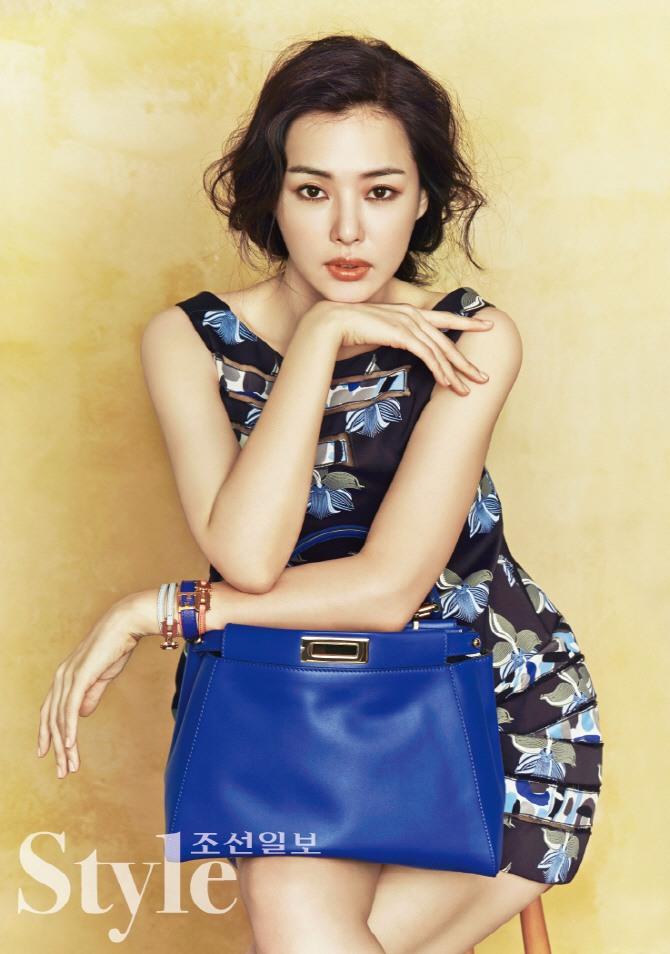 Former Miss Korea Lee Ha Nui For Luxury Fashion Brand